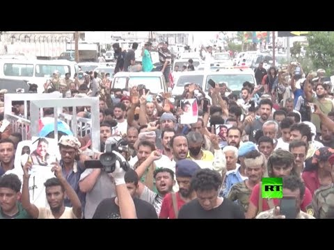 المئات في عدن يشيعون الصحافي نبيل القعيطي