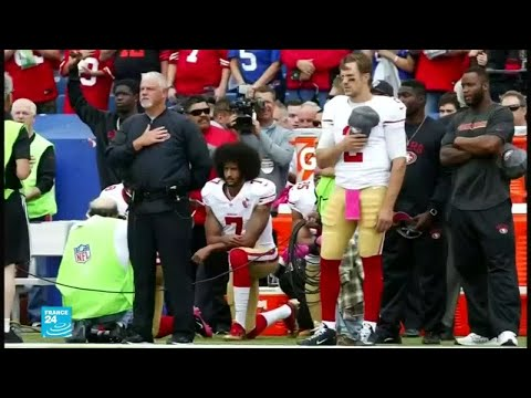 الرياضي الأميركي كايبرنيك أول من جثى على ركبته احتجاجًا