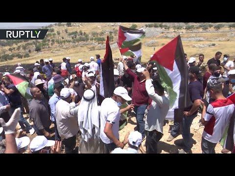 شاهد إصابة 21 فلسطينيًا في مواجهات مع الجيش الإسرائيلي بالضفة الغربية