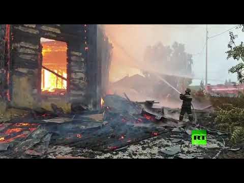 شاهد اندلاع حريق في كنيسة خشبية عمرها 200 سنة